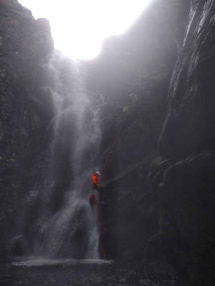 extreme canyoning big abseil (2)